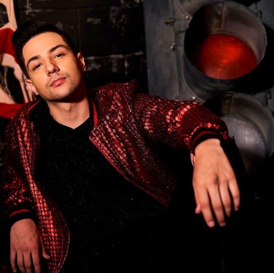 Fotografía promocional cedida este miércoles, por Del Records que muestra al cantante Luis Coronel mientras posa.