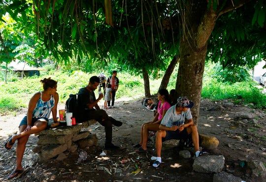 Migrantes centroamericanos permanecen varados en las cercanías del albergue Belén, el pasado 27 de mayo, en la ciudad de Tapachula, en Chiapas.