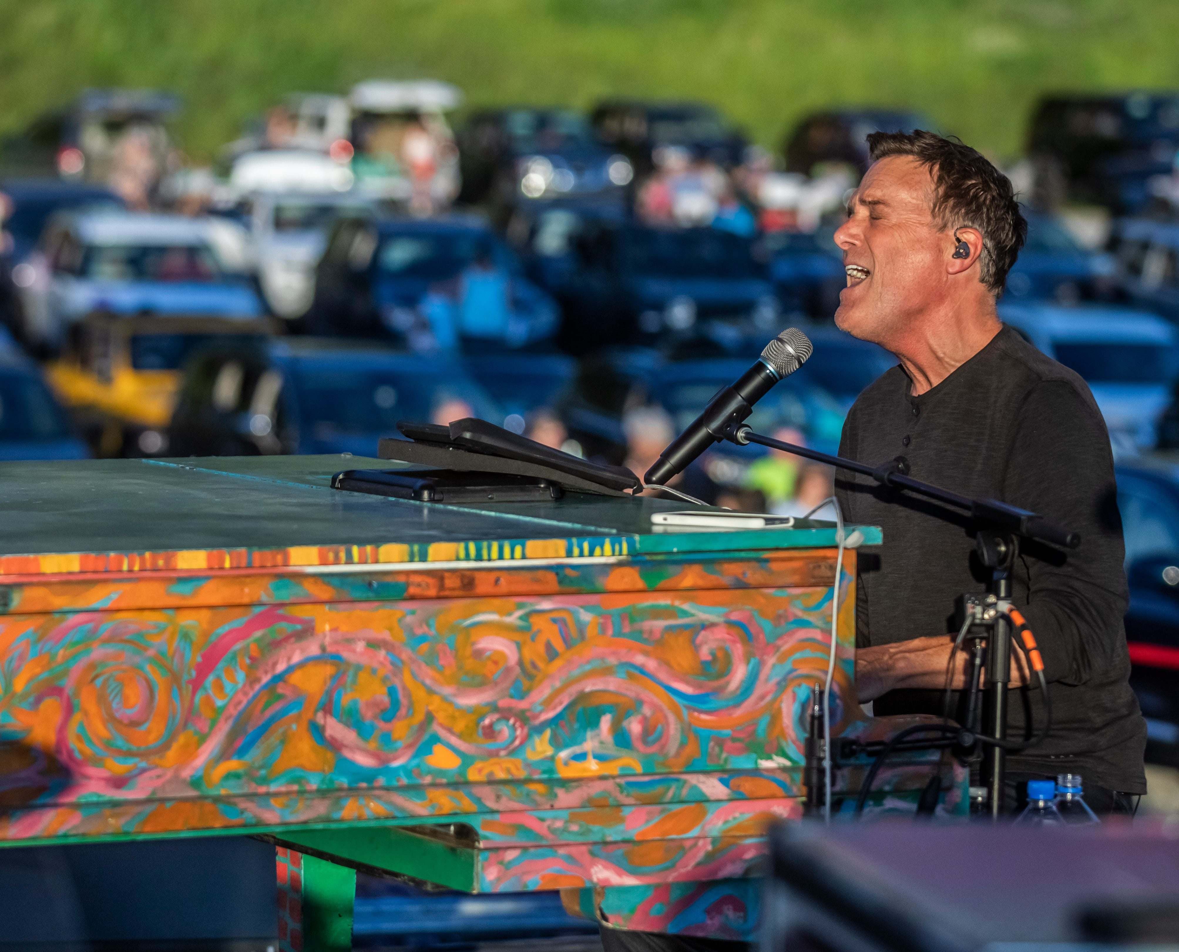 Michael W. Smith plays a drive-in concert in Franklin, prays for a country  in trouble