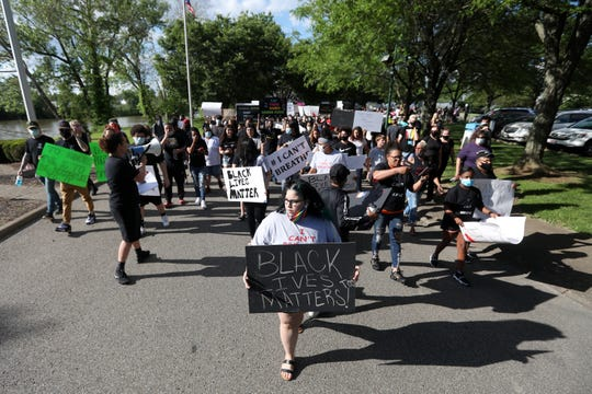 Several hundred people held a peaceful demonstration on Saturday in honor of George Floyd, who died after a Minneapolis Police Department police officer put his knee on his neck for more than eight minutes. A march began in Zane's Landing Park and made its way through downtown Zanesville before concluding with a rally in front of the Muskingum County Courthouse.