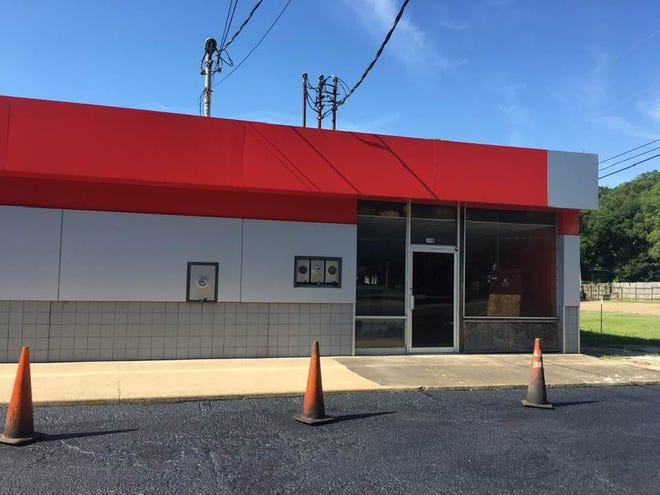 Jack's Liquor and Tobacco wants a license for a tobacco outlet and package store in the 100 block of First Street. The location is near the corner of First Street and Selma Highway and is the Daniel Pratt Historic District.