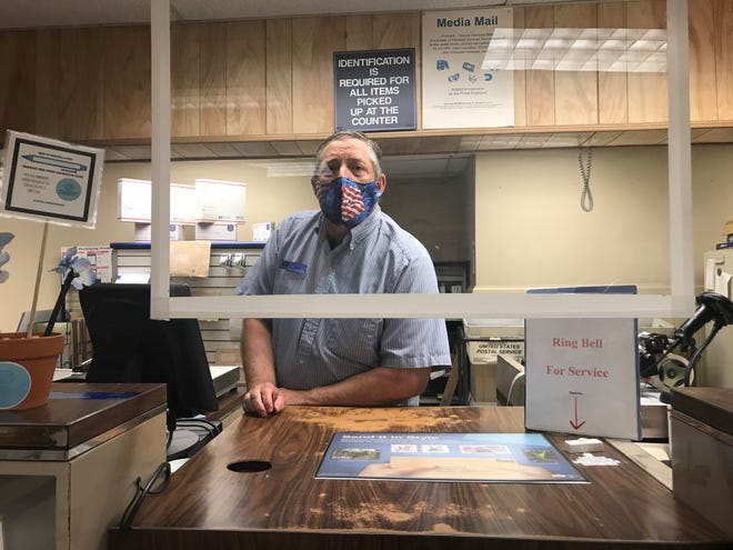 PHOTOS: Staunton Post Office — observations of masks worn and social distancing