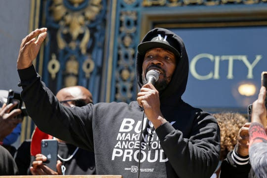 """Jamie Foxx speaks to a large crowd during a """"kneel-in"""" to protest police racism on the steps of City Hall Monday, June 1, 2020, in San Francisco."""