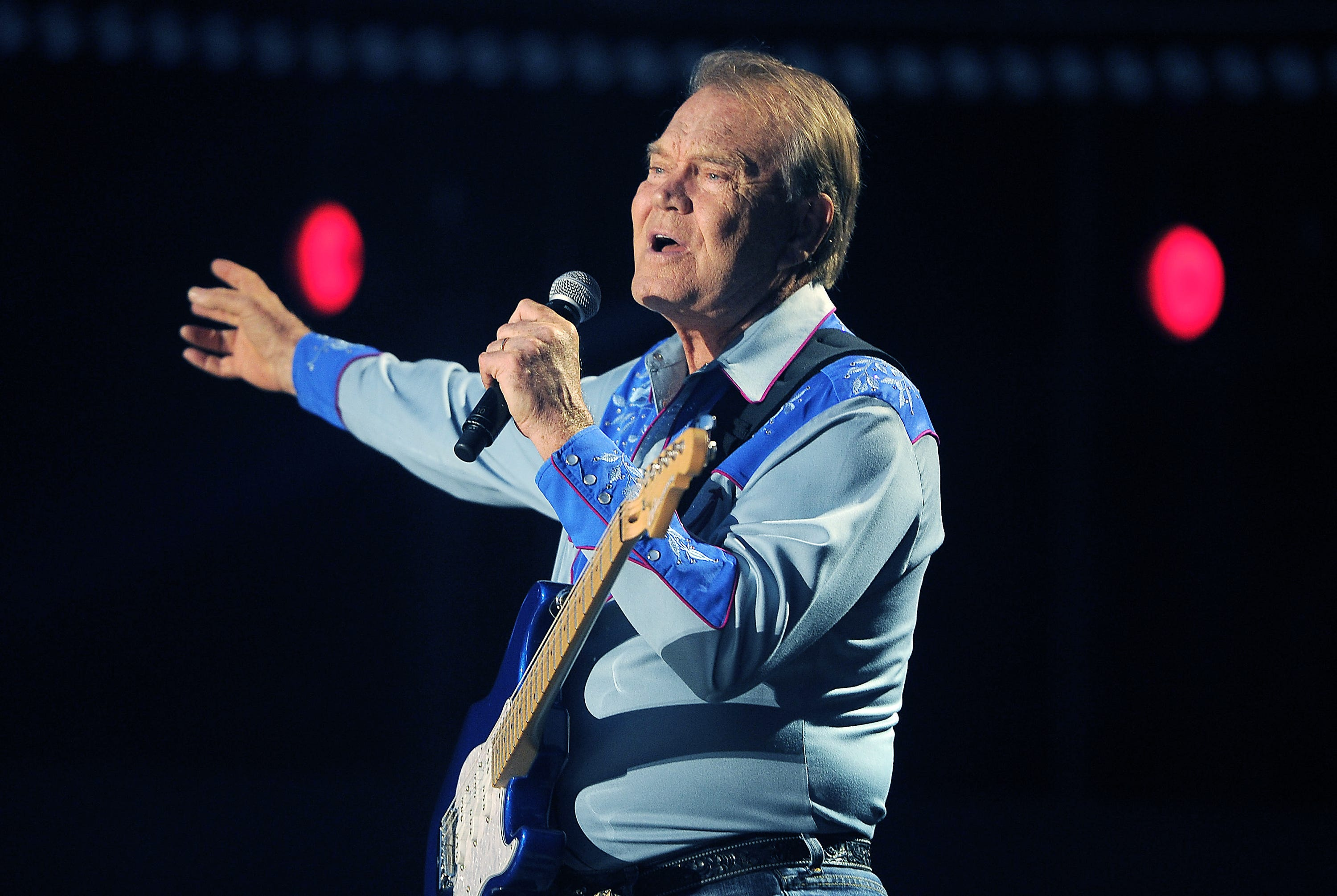 Glen Campbell s widow defends $200,000 in legal fees to settle estate dispute
