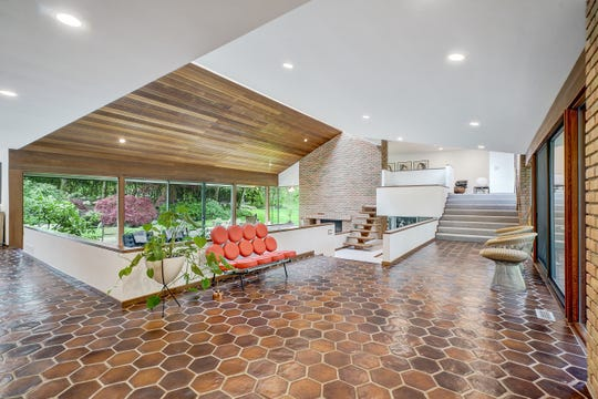 The foyer and entryway of this home featuring splendid mid-century architecture by Norman Ziegelman at 530 Haverhill Road, Bloomfield Hills.