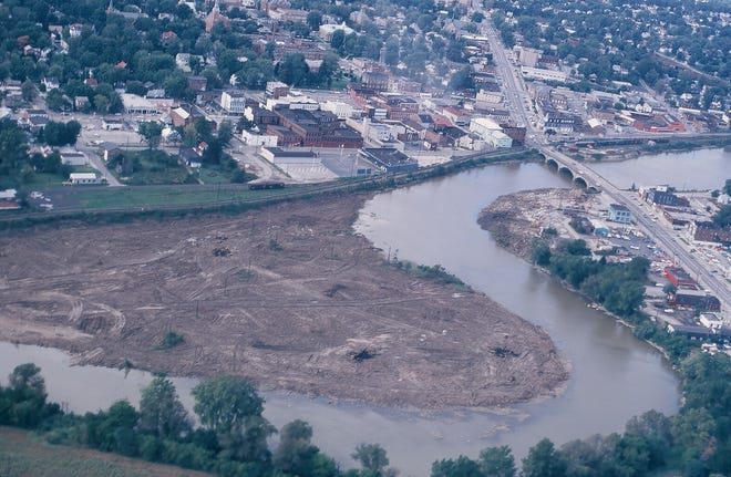 A photograph from the 1970s shows the old oxbow in the Sandusky River.