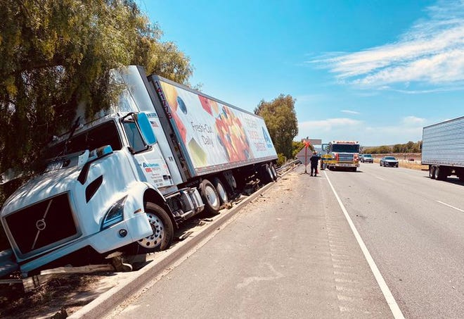 This was the scene of a single-vehicle semi crash which caused eastbound Highway 118 in Simi Valley to narrow to one lane on Wednesday afternoon.