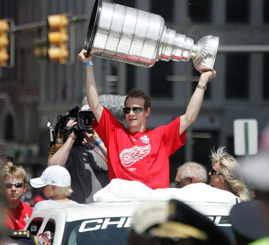 Red Wings captain Nicklas Lidstrom holds up the Stanley Cup during the victory celebration parade on Woodward  Ave. on June 6, 2008.