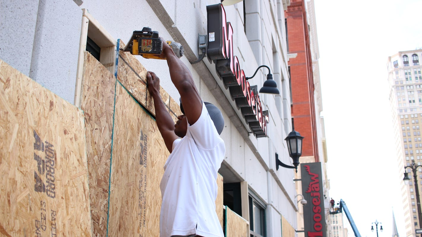 As protests continue, more downtown Detroit businesses board up to prevent damage