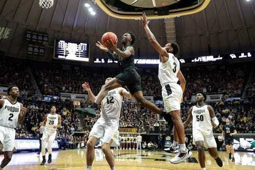 Amari Davis' career at UWGB likely is over after two seasons. The sophomore guard entered the NCAA transfer portal Friday.