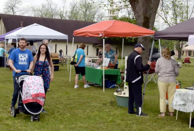 A crowd gathers for 2019 Herb Day.