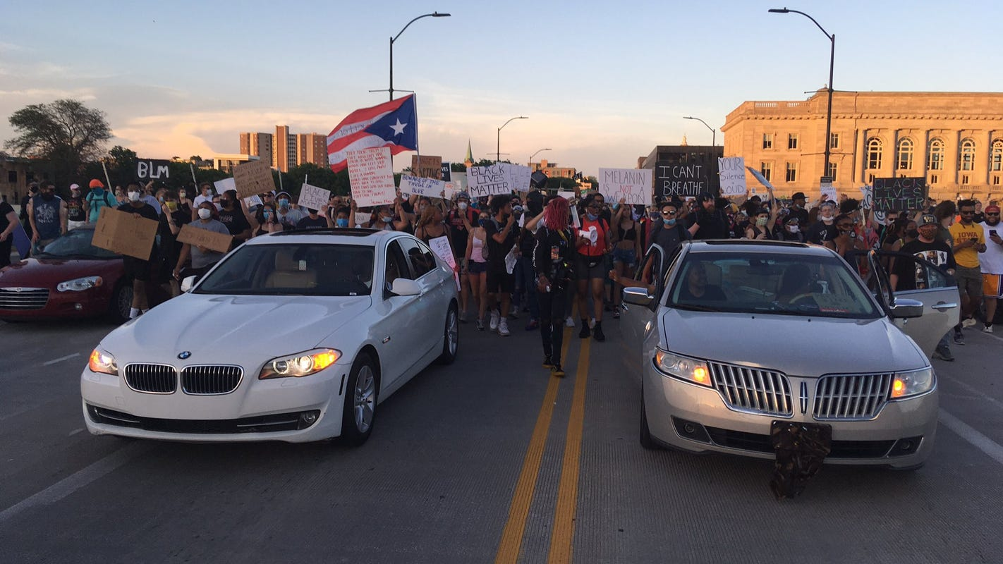 Live updates: Protest organizers call for Des Moines police chief to condemn 'acts of violence' toward protesters