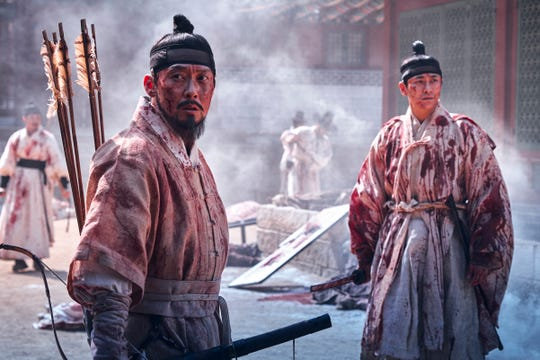 Crown Prince Lee Chang (Ju Ji-Hoon) and Min Chi-Rok (Park Byung-Eun) set out to learn more about the sudden plague outbreak in this Korean zombie drama.