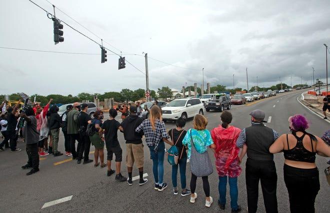 Pensacola Dream Defenders Block Traffic On Three Mile Bridge In Protest