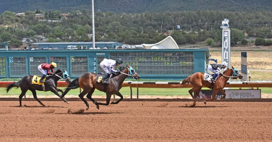 Zesty Jazzman qualified for the Mountain Top New Mexico Thoroughbred Futurity on Saturday. Jockey Luis Fuentes was aboard.