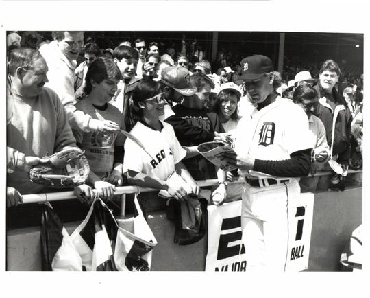 Tigers pitcher Mike Henneman signs an autograph at Tiger Stadium on May 28, 1992.