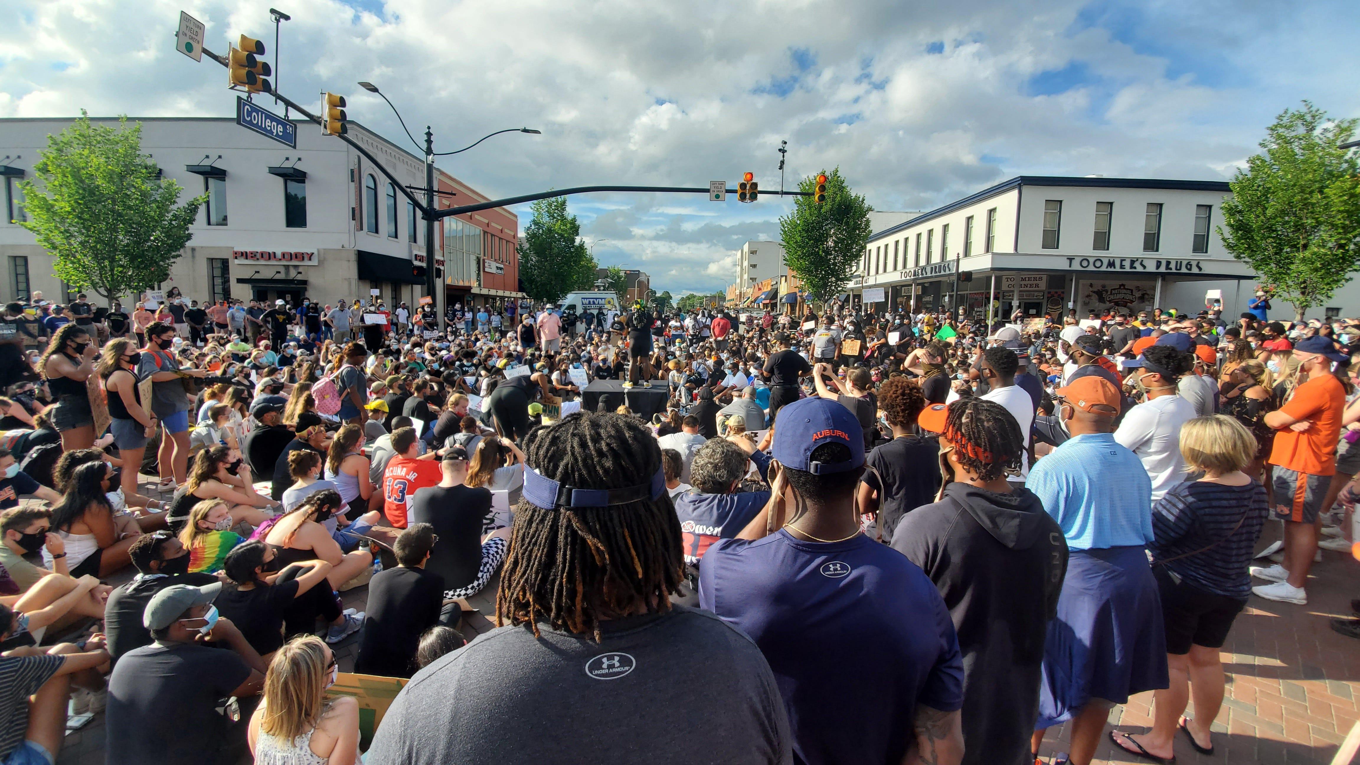 Auburn athletes, coaches attend Black Lives Matter protest at Toomer s Corner