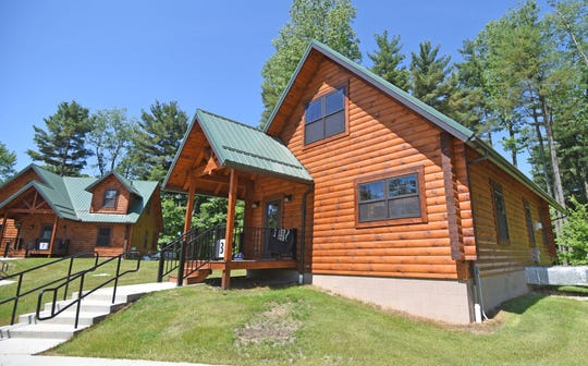 Renters have two cabin types to choose from, rentals accommodating either 6 or 8 guests.