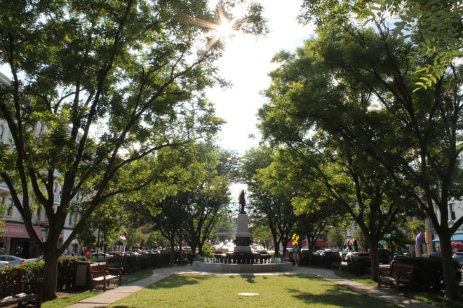 With Kilgour Fountain as its centerpiece, the little tree-lined park in the middle of Hyde Park Square is an oasis from the traffic on Erie Avenue, bordering it on both sides. The square is a popular place, lined with shops and restaurants in the heard of Hyde Park.