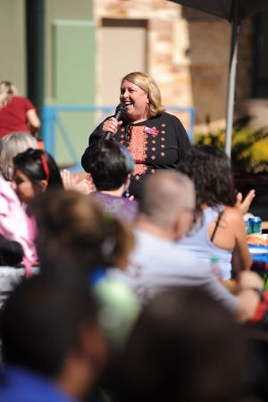 New Mexico State University Honors College Dean Miriam Chaiken speaks to students during a 2014 Honors College picnic lunch. Chaiken is retiring this summer after six years as dean.