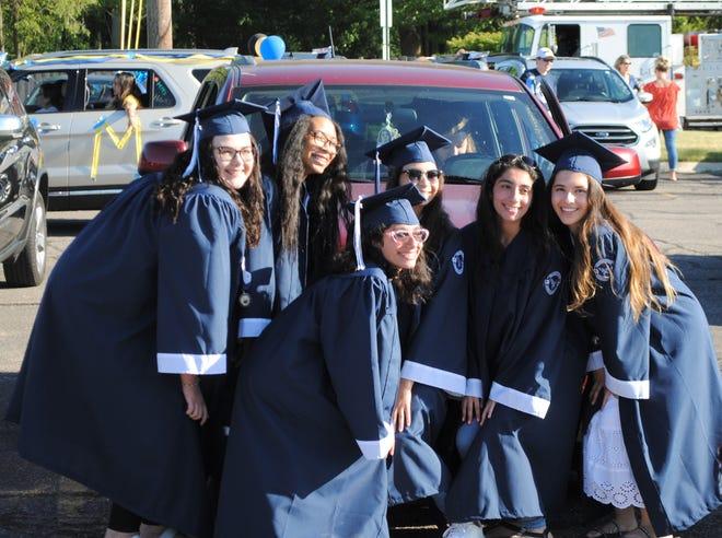 Students from Farmington High School's class of 2020.