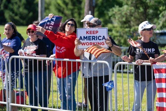 As President Donald Trump visited his private golf club in Bedminster, nearly 100 pro-Trump supporters rallied at the public library to show their support.