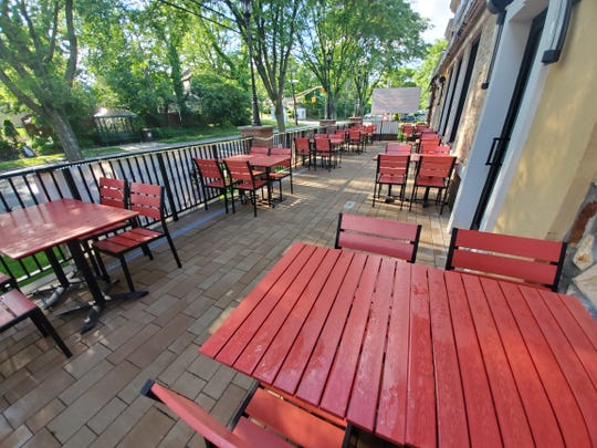 There are plenty of outdoor seats at River Edge Diner