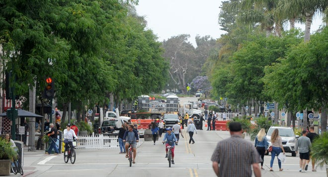 The Ventura City Council has again extended a program in which five blocks of downtown Main Street are closed to motor traffic to allow small businesses hammered by COVID-19 restrictions to expand operations outside.