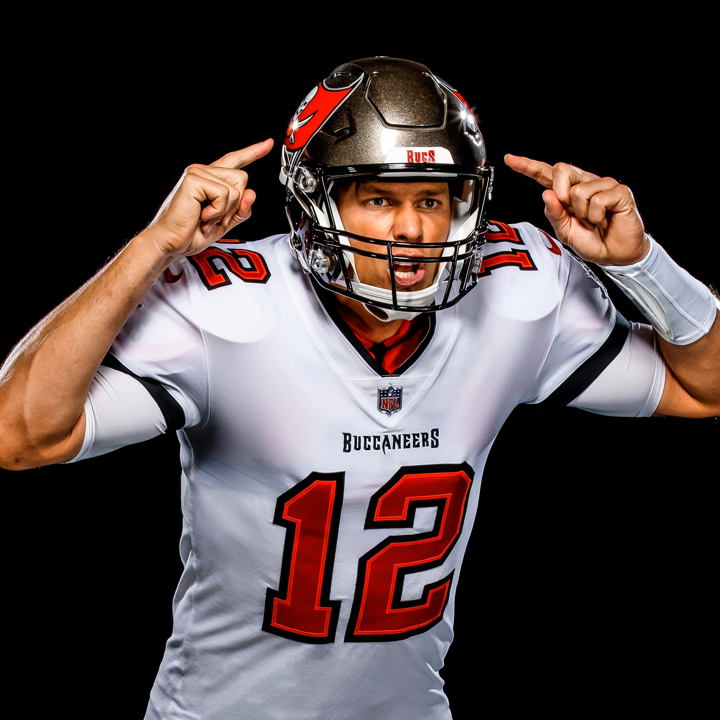 tom brady buccaneers release first photos of qb in new uniform tom brady buccaneers release first