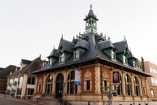 Customs House Museum