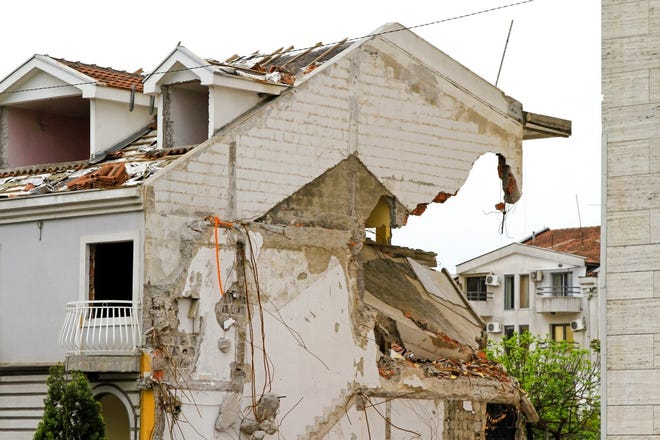 California insurance regulations now allow condo-unit owners the opportunity to purchase earthquake insurance.
