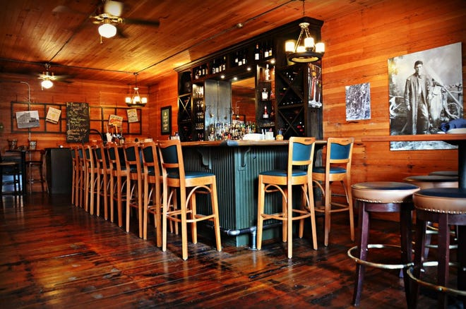Roberts Crossing, a Salem destination for date night dining and holiday celebrations for a decade, has officially closed. It's the first area restaurant permanently closed due to the impact of the coronavirus.