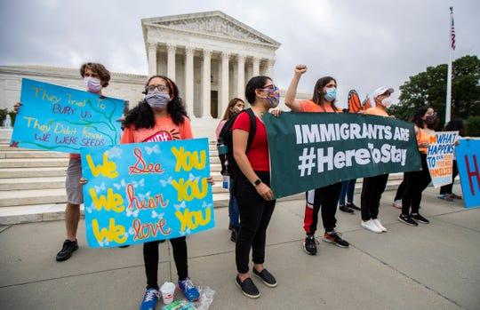 Beneficiarios DACA protestan frente a la Corte Suprema,