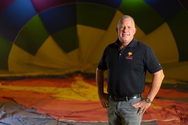 A veteran recreational pilot with 6,000 hours experiencing flying hot air balloons, Scott Appelman started Rainbow Ryders in 1983 and has divisions in Phoenix, Albuquerque and Colorado Springs.