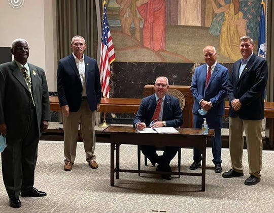 Fabian Blache of the Louisiana Police Chiefs Association , Steve Rogers Ruston Police Chief, Gov. John Bel Edwards, Sen. Jay Morris and West Monroe Police Chief Jeff Terrell at the signing of Senate Bill SB 209.