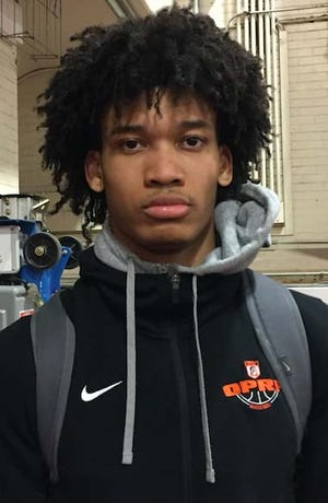 Isaiah Barnes, a four-star forward from Illinois, verbally committed to Michigan on Wednesday.