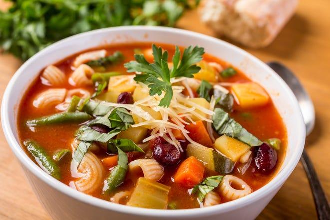 Empiece 2020 con buen pie preparando esta saludable receta de sopa minestrone.