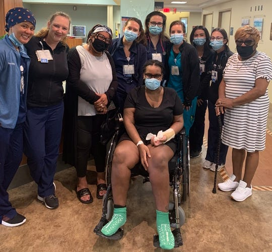 Johtasha Mosley with her care team from Beaumont Hospital, Troy.
