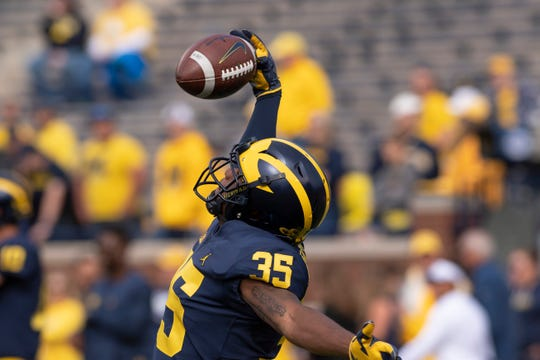 Michigan defensive back Hunter Reynolds makes a one-handed catch during pre-game warmups in 2018.