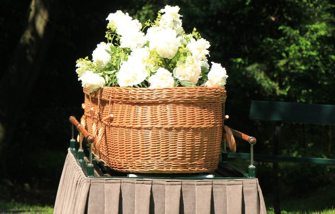 A Green funeral has pros and cons