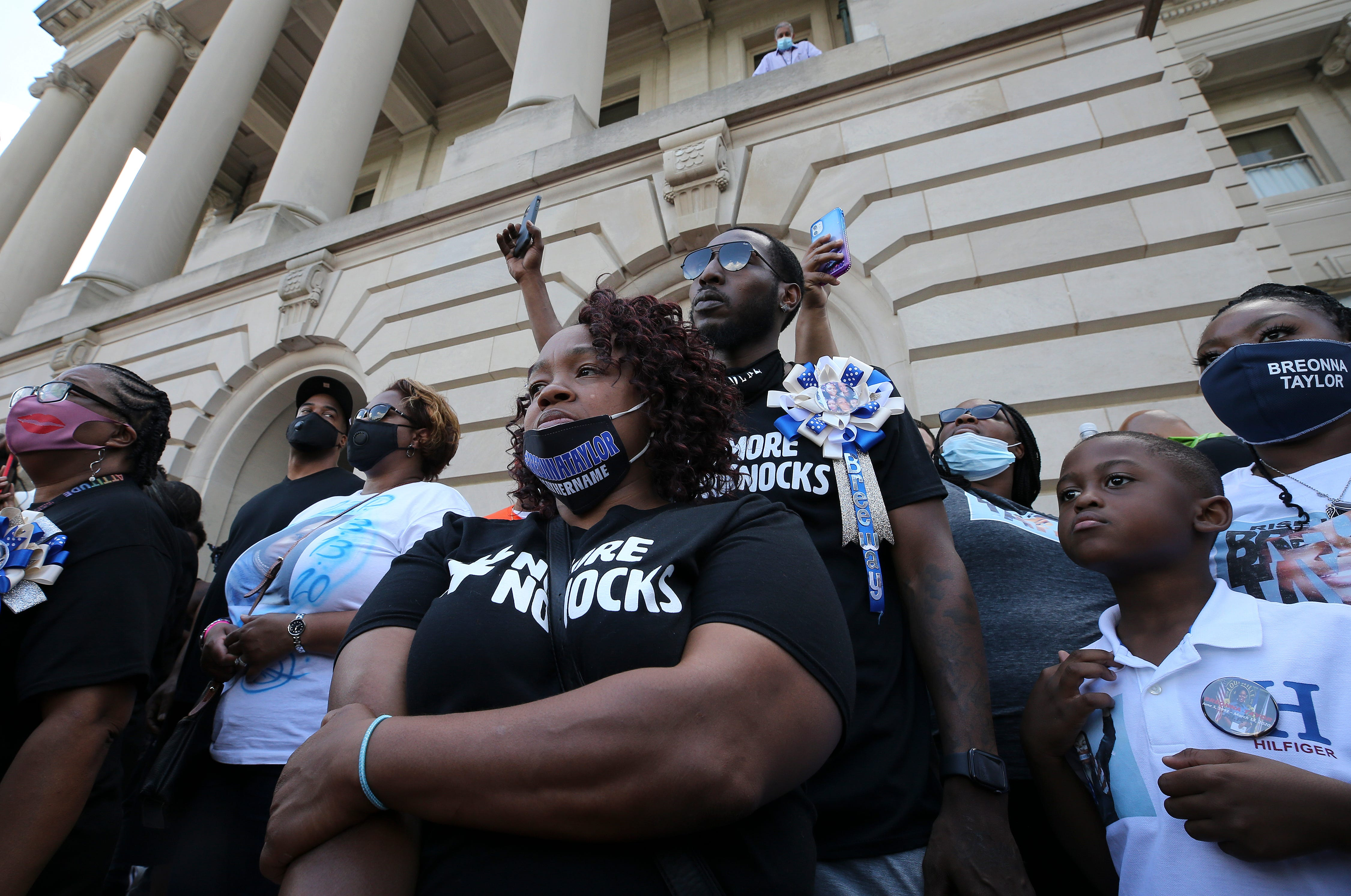 Breonna Taylor s mother endures national spotlight to make sure Black women s lives matter