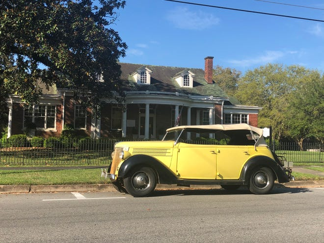 A vintage car sets the mood for Thomasville's Historic Walking and Driving Tour.