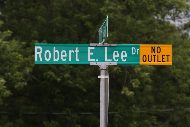 A street sign for Robert E. Lee Drive in Fairfield, Ohio, June 26, 2020.