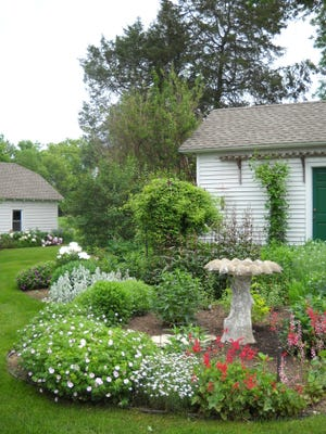 The Pewaukee Area Arts Council will have a virtual garden tour and fundraiser this year.