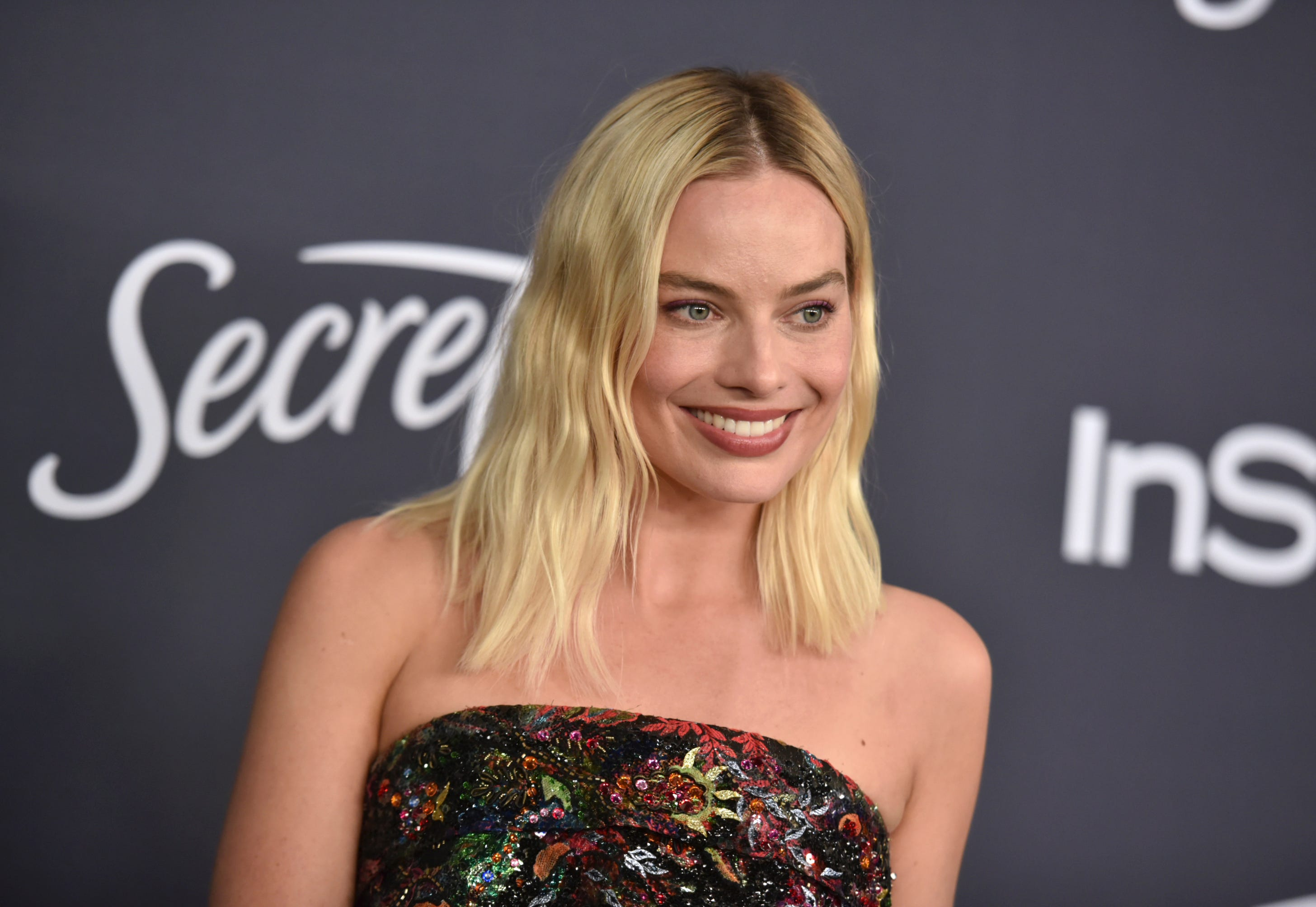 Margot Robbie comes aboard to star in a new  Pirates of the Caribbean  movie for Disney