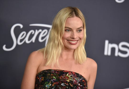 """""""Birds of Pre"""" star Margot Robbie has signed on to star in a female-fronted """"Pirates of the Caribbean"""" project for Disney."""