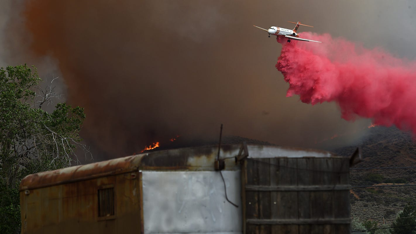 Poeville Fire: Hundreds evacuated as first major fire of the year hits Reno