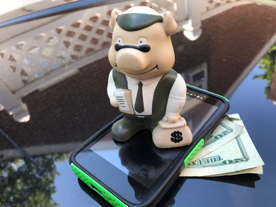 Consumers are warned that online scams persist when it comes to mobile banking and fake bank apps.