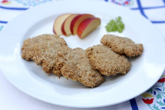 Homemade English oat crackers. (Hillary Levin/St. Louis Post-Dispatch/TNS)