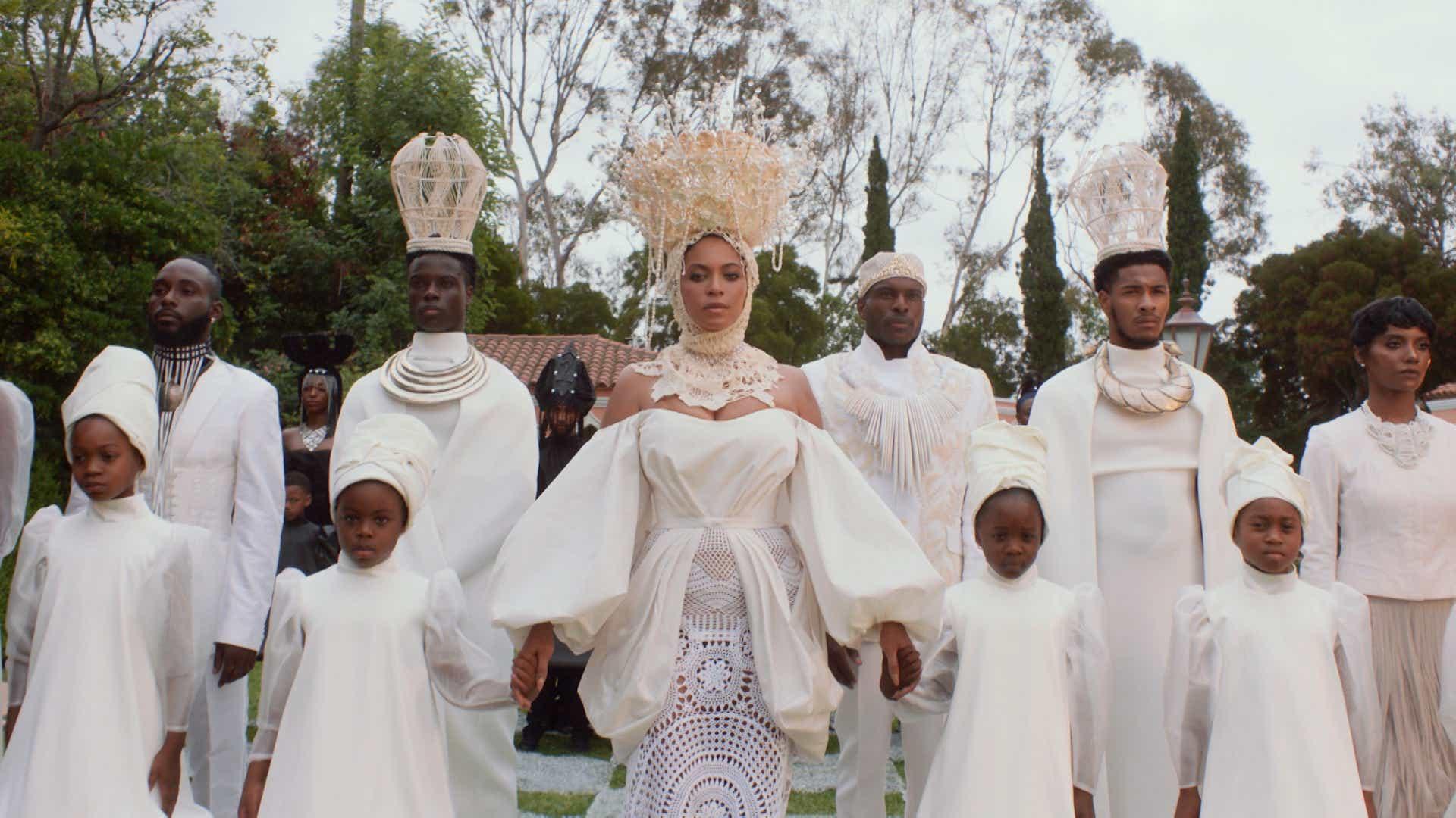 Beyoncé accusée de racisme par la communauté blanche à cause d'un détail de son nouveau film « Black Is King »